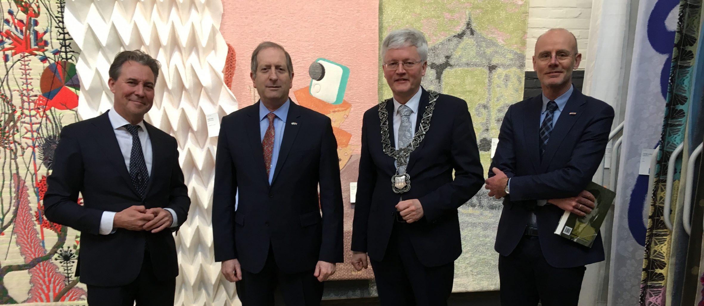 Ambassadeur van Israel met o.a. burgemeester Theo Weterings