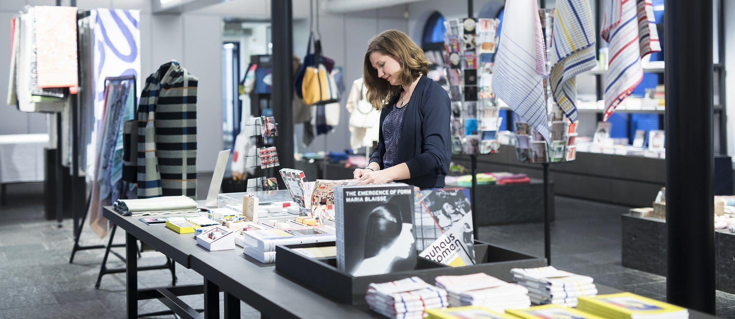 Bezoeker in de TextielShop