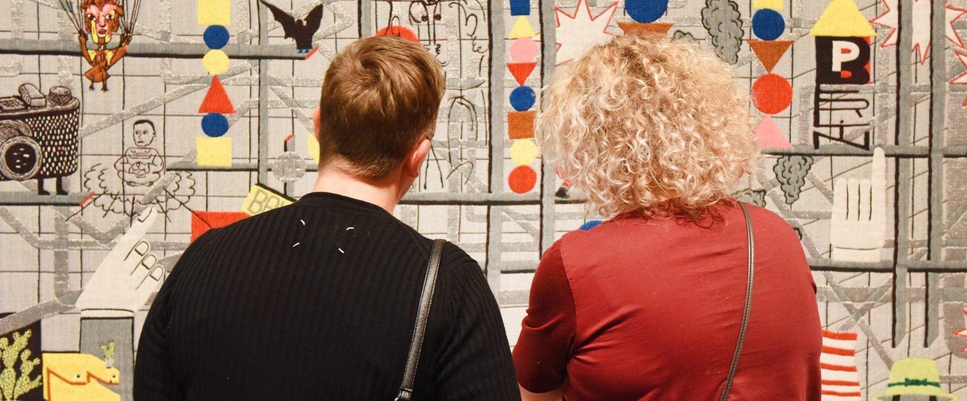 Bezoekers bij het werk van Koen Taselaar